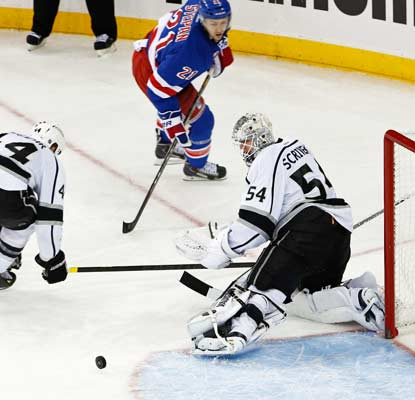 Ben Scrivens makes 37 stops in his second consecutive shutout filling in for the injured Jonathan Quick.  (USATSI)