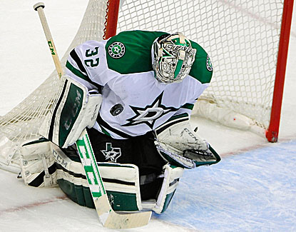 Stars goalie Kari Lehtonen makes 42 saves to lead Dallas to a 2-1 road win over Vancouver. (USATSI)
