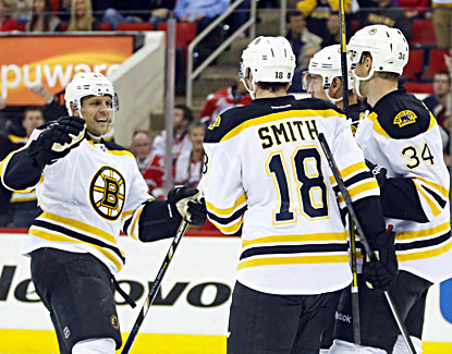 The Bruins celebrate after Carl Soderberg (34) scores against the Hurricanes.  (USATSI)