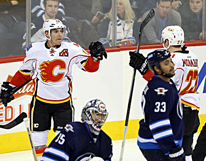 Mike Cammalleri (left) celebrates his goal during the Flames' 5-4 shootout win over the Jets.  (USATSI)