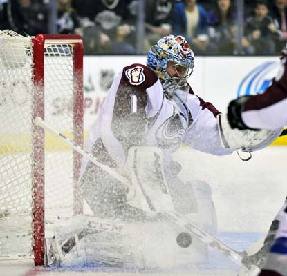 Colorado goalie Semyon Varlamov wins his third straight start with a 19-save shutout against the Kings.  (USATSI)