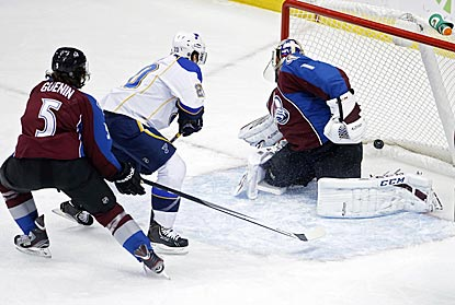 Alexander Steen scores against Semyon Varlamov on a power play to push the Blues' lead to 2-0.  (USATSI)