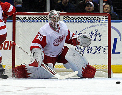 Detroit goalie Jimmy Howard makes the stop against the Islanders, one of 29 saves in his 18th career shutout. (USATSI)