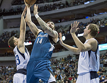 Timberwolves center Nikola Pekovic feasts on Dallas' interior defense scoring 21 points on 13 shots. (USATSI)