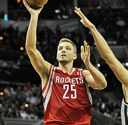 Chandler Parsons scores two of his 25 points against the Spurs. The versatile Rockets forward also hands out five assists. (USATSI)