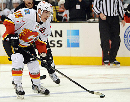Michael Cammalleri scores a goal with 23 seconds left, lifting the Flames over the Kings on the road. (USATSI)