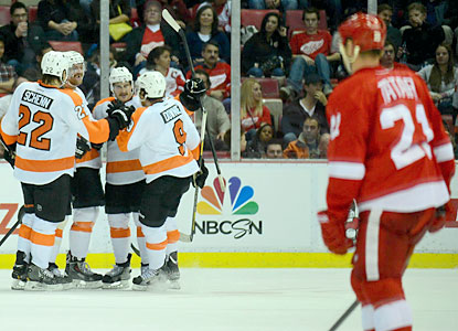 The Flyers celebrate after Claude Giroux (center) scores a power-play goal in the third period. (USATSI)