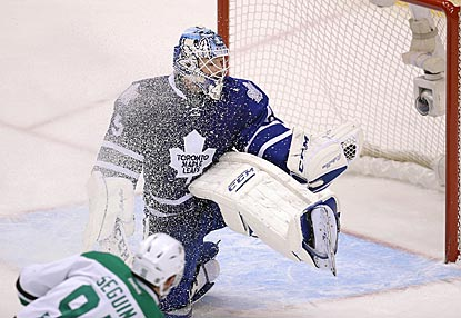Toronto's Jonathan Bernier makes 48 saves, including this glove stop on Dallas' Tyler Seguin.  (USATSI)
