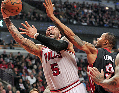 Carlos Boozer leads a scorching start by Chicago, scoring 19 points as the Bulls built a 58-44 halftime lead. (USATSI)