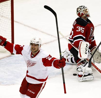 Tomas Tatar beats Devils goalie Cory Schneider for a goal in the third period in Detroit's 3-1 win on Friday night.  (USATSI)