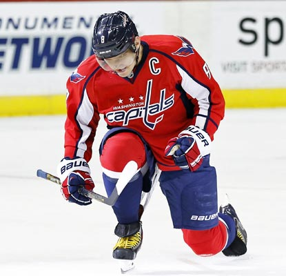Alex Ovechkin notches his league-leading 22nd goal, and ninth on the power play, for the victorious Capitals.  (USATSI)