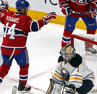 Tomas Plekanec scores a goal and adds an assist to help the Canadiens stretch their winning streak to five.  (USATSI)