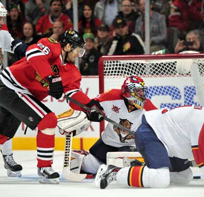 Michal Handzus nets one of Chicago's six goals and the Blackhawks end their three-game losing streak.  (USATSI)
