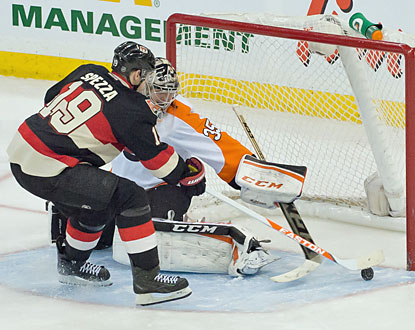Jason Spezza sneaks the puck past Flyers goalie Steve Mason to help the Senators snap a five-game losing skid at home. (USATSI)