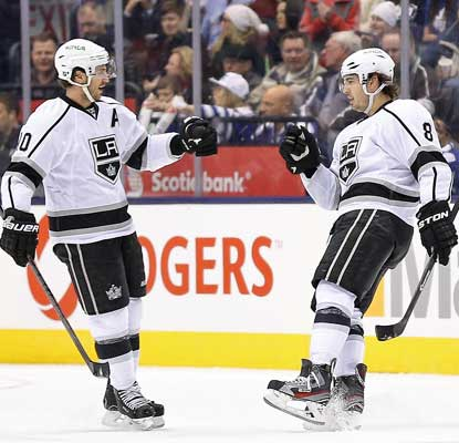 Mike Richards (left) celebrates Drew Doughty's (8) goal as the Kings secure a fifth consecutive victory.  (USATSI)