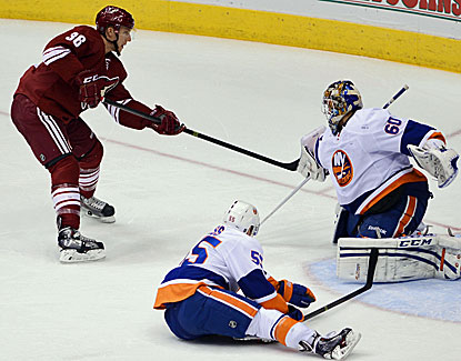 Rob Klinkhammer comes through with two goals and an assist in the Phoenix Coyotes' rout of the Islanders. (USATSI)