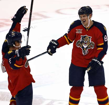 A relieved Tomas Kopecky (right) ends a marathon shootout by scoring in the 10th round, the second longest in team history.  (USATSI)