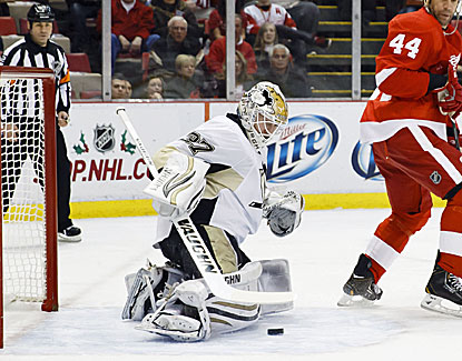 Pittsburgh's Jeff Zatkoff makes 28 saves, getting a start in part because he was playing near his hometown. (USATSI)