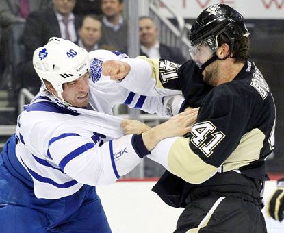 Toronto's Troy Bodie (left) and Pittsburgh's Robert Bortuzzo drop the gloves during the first period of the Penguins' win.  (USATSI)