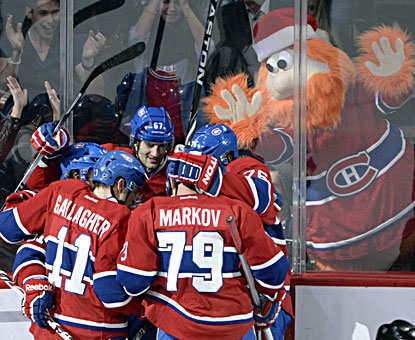 Max Pacioretty celebrates one of his two goals with teammates (and Canadiens team mascot Youppi) during the Habs win.  (USATSI)