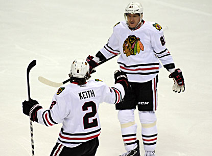 Marian Hossa (right) celebrate a goal by Duncan Keith during the first period of the Blackhawks' win. (USATSI)