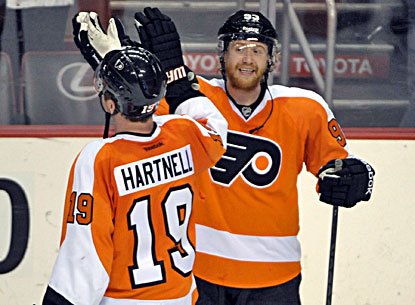 Jakub Voracek and Scott Hartnell celebrate the Flyers' win against the Capitals. (USATSI)