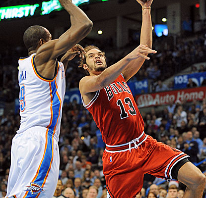 Serge Ibaka applies the defensive pressure to Joakim Noah. OKC  holds the Bulls to 37.7 percent from the field. (USATSI)