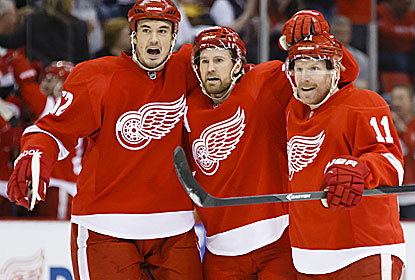 Daniel Alfredsson (right) scores two goals, including one on the power play at 1:03 of the OT for Detroit. (USATSI)