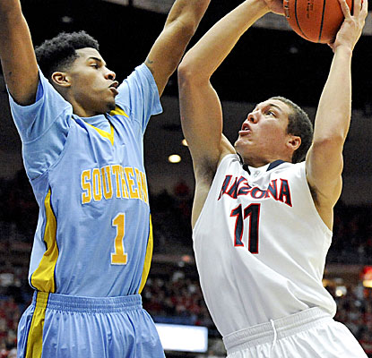 Freshman phenom Aaron Gordon scores 21 points, using his strength and length to overpower Southern. (USATSI)