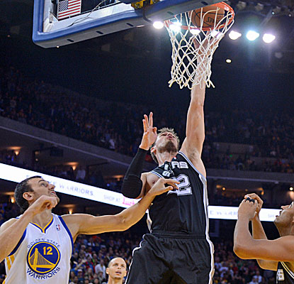 Tiago Splitter puts in the game-winning basket against the Warriors. It is Splitter's only field goal in the game.  (USATSI)