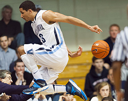 Freshman Josh Hart scores a career-high 19 points from the bench in No. 8 Villanova's victory. (USATSI)