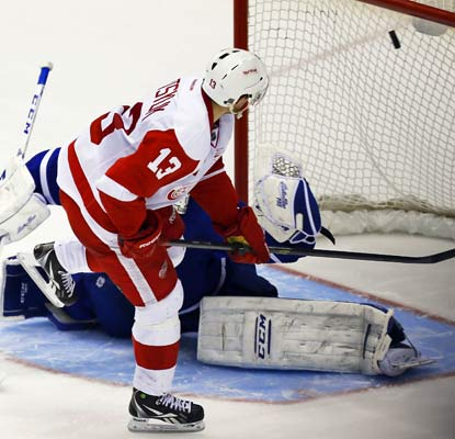 Pavel Datsyuk scores in the shootout as the Red Wings beat their Winter Classic opponent, the Maple Leafs.  (USATSI)