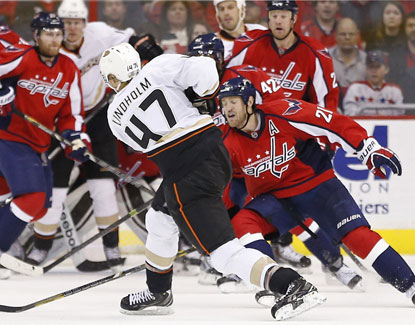 Ducks defenseman Hampus Lindholm scores a goal in the third period against the Capitals. (USATSI)