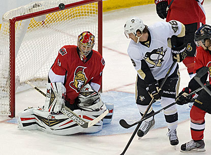 Craig Anderson makes one of his 27 saves during his shutout against the Penguins.  (USATSI)
