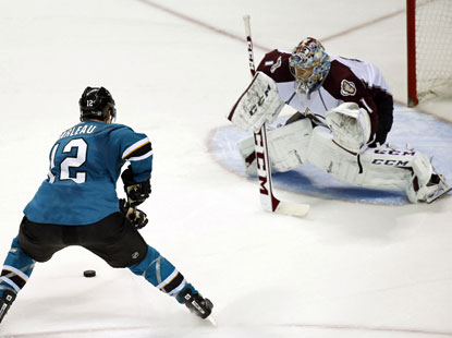 Patrick Marleau goes on to score the winning goal in the shootout to complete the Sharks' comeback over the Avs. (USATSI)