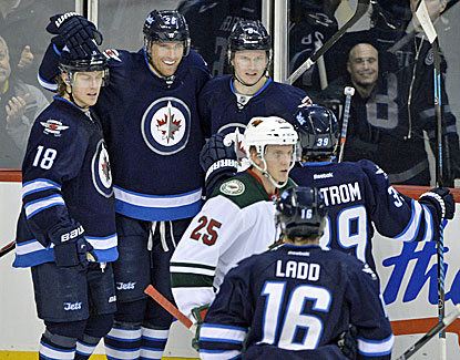 Blake Wheeler scores a pair of goal for Winnipeg, which hands Minnesota its sixth loss in eight games. (USATSI)
