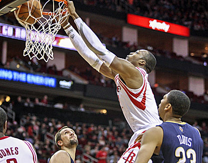 Dwight Howard is back to his old dunking self in Houston, dominating the paint while hitting 10 of 12 shots. (USATSI)