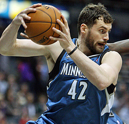 It's six straight double-doubles for Kevin Love, who scores 33 points and again dominates the glass for the Timberwolves. (USATSI)