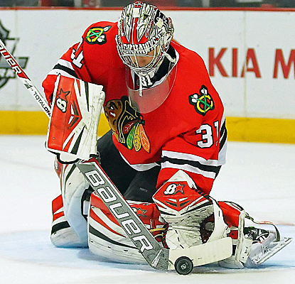 Still filling in for the injured Corey Crawford, Chicago goalie Antii Raanta records his first NHL shutout.  (USATSI)