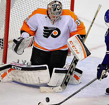 Flyers goalie Steve Mason stops all three shootout attempts as Philly wins its third consecutive game.  (USATSI)