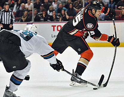 Ryan Getzlaf scores his 20th goal and adds two assists for the Anaheim Ducks in their win over the Sharks. (USATSI)