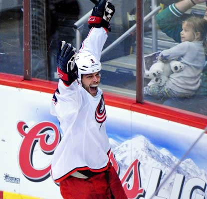 After missing the first 40 games, Nathan Horton finally plays his first game for the Blue Jackets and gets on the scoreboard.  (USATSI)