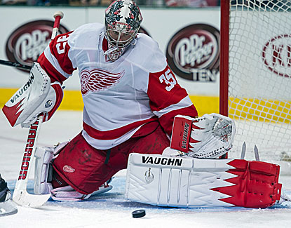 Jimmy Howard makes the stop for the Red Wings, one of his 44 saves in the game against the Dallas Stars. (USATSI)