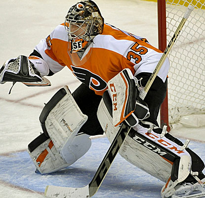 Steve Mason is once again sensational in goal for the Flyers, stopping 19 shots for his 18th win. (USATSI)