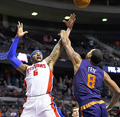 Josh Smith puts in the winning shot for the Pistons. Smith scores 25 points in the game with 11 rebounds. (USATSI)