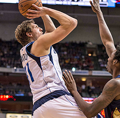 Dirk Nowitzki takes a little while to get going before heating up and dropping a season-high 40 points on the Pelicans. (USATSI)