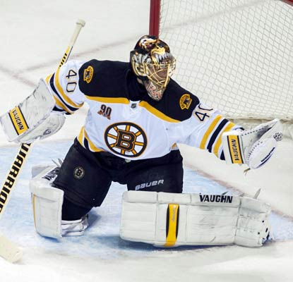 Tuukka Rask rebounds from a couple poor outings to notch his NHL-leading fifth shutout of the season.  (USATSI)