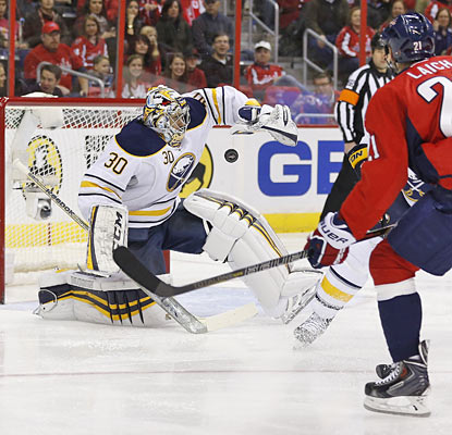 Sabres goaltender Ryan Miller comes up big to help the Sabres end a miserable road skid.  (USATSI)