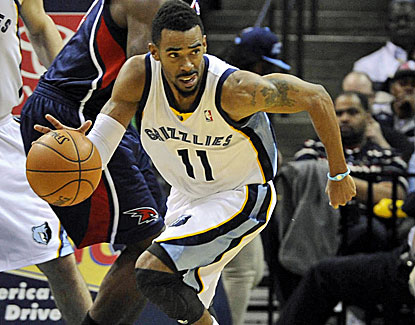 Point guard Mike Conley pushes Memphis past Atlanta in the fourth quarter, scoring eight points. (USATSI)