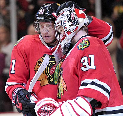 Marian Hossa, who puts Chicago ahead to stay with a goal in the second period, celebreates with goaltender Antti Raanta.  (USATSI)